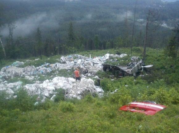 Sunkvežimio ir krovinio nuolaužos išsibarstė apie 100 kvadratinių metrų plote.