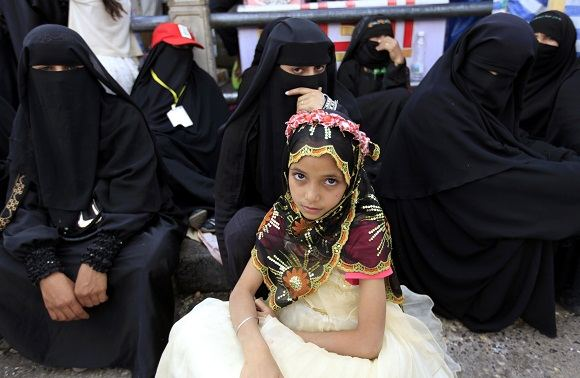 Scanpix nuotr./Jemene mergaitės neretai iatekinamos nesulaukusios nė deaimties metukų