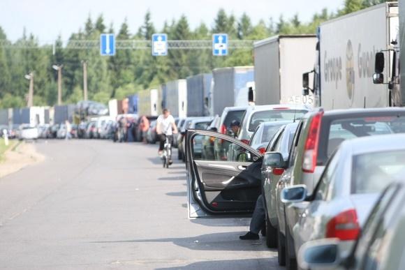 Medininkų pasienio poste – automobilių eilės.