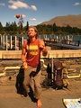 asm. archyvo nuotr./Vienas iš J.Ketlerio uždarbiavimo būdų kelionių metu – žongliravimas vaisiais.