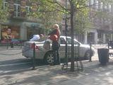 15min.lt/Liepos Žalnienės nuotr./Ignalinos AE generalinio direktoriaus patarėją Frankas Karsten kavos išgerti atvežė įmonei priklausantis automobilis.
