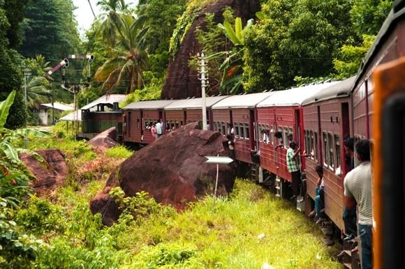 123rf.com nuotr./Traukinys `ri Lankoje.