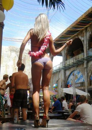 A.Kavaliauskaitės nuotr./Barai aiame Maljorkos kurorte lankytojus vilioja erotika ir striptizu