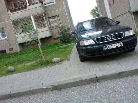 15min.lt skaitytojo nuotr./Etatinis pažeidėjas su Audi A6