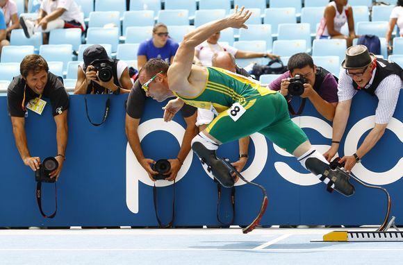 Reuters/Scanpix nuotr./Oscaras Pistorius pateko į 400 metrų rungties bėgimo finalą