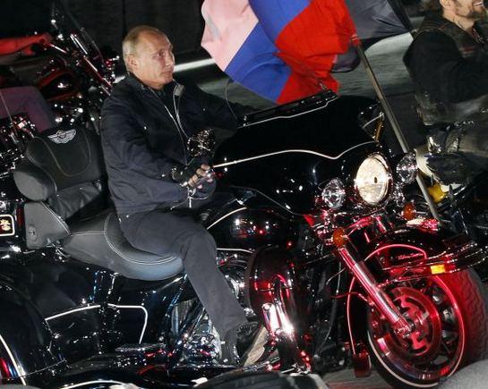 Scanpix nuotr./Baikerių aou Novorosijske dalyvavo ir V.Putinas