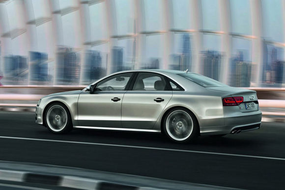 Gamintojo nuotr./2012-ųjų Audi S8