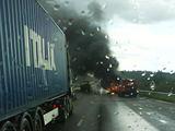 Įvykio liudininko Vidmanto nuotr./Autostradoje dega automobilis