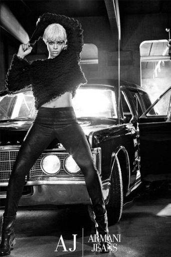 """""""Armani"""" nuotr./Rihannos nuotrauka """"Armani Jeans"""" reklamai"""