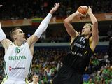 FIBA nuotr./Robertas Javtokas ir Dirkas Nowitzki
