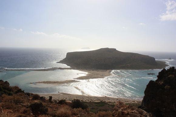 G.Galentaitės nuotr./Balos paplūdimys ir Gramvoussa sala ia viraaus