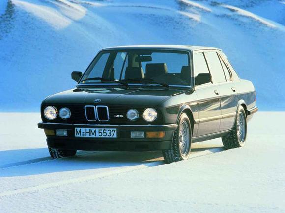 Gamintojo nuotr./BMW M5 E28