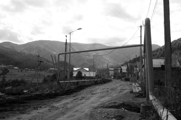 E.Afanasjevos nuotr./Gamtos grožį užgožia miestelio vamzdžiai