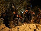AFP/Scanpix nuotr./Palestinos kariai budi prie pagrindinio kelio