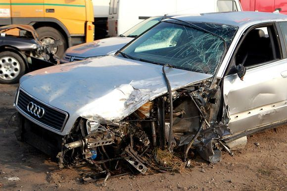 Irmanto Gelūno/15min.lt nuotr./Audi A8 automobilis po avarijos
