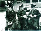 A.Kupčinsko nuotr./Tarybinėje armijoje (1975-1977 m.) su Kostu Smoriginu (deš.) ir Algiu Kupčinsku, Vilnius.