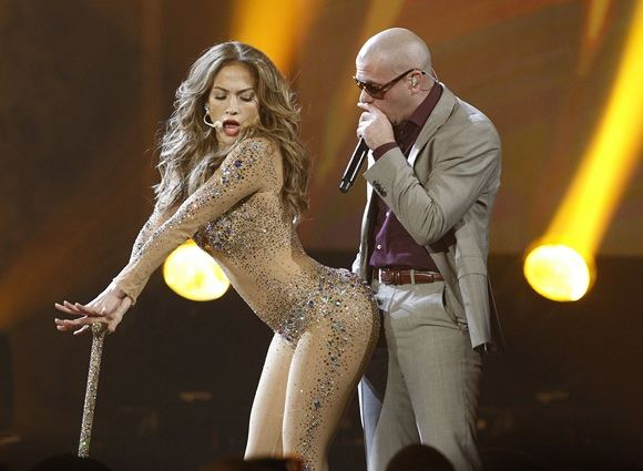 Reuters/Scanpix nuotr./Jennifer Lopez ir Pitbull pasirodymas