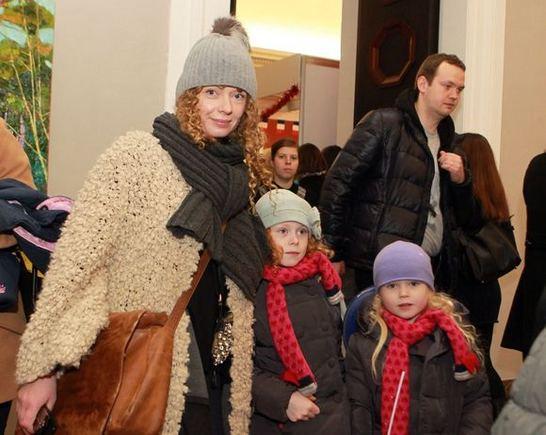 Irmanto Gelūno/15min.lt nuotr./Indra Marcinkevičienė su dukromis