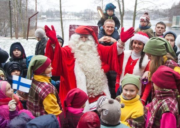 BFL/Tomo Lukaio nuotr./Ia Suomijos atskridęs Kalėdų Senelis Joulupukis svečiavosi Trakų rajone