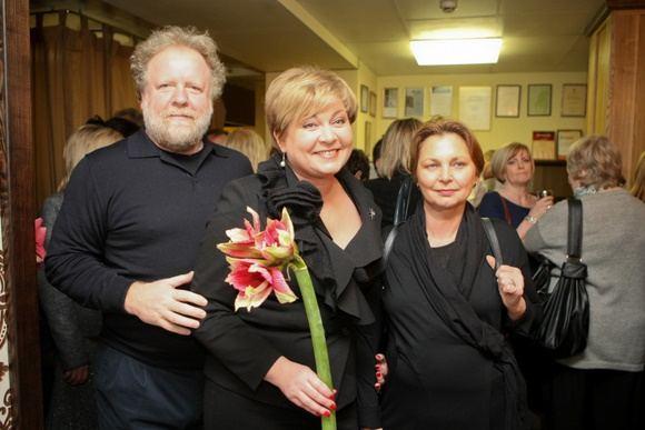 Juliaus Kalinsko/15 minučių nuotr./Romas Kvintas su žmona Egle Kvintiene ir Edita Mildažytė (centre)