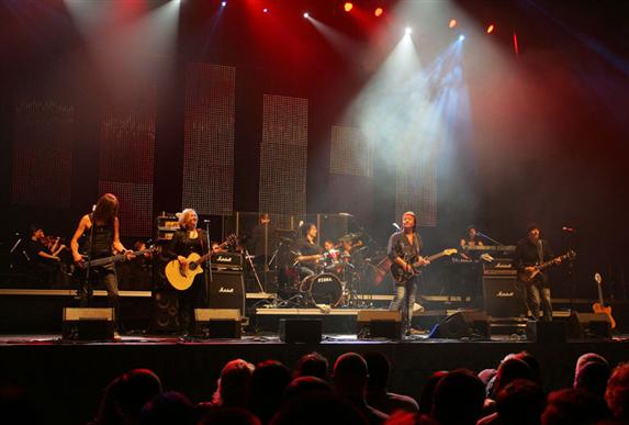 A.Koroliovo nuotr./Bonnie Tyler, Chriso Normano ir Kauno miesto simfoninio orkestro naujametinis koncertas Žalgirio arenoje