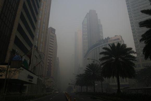 Reuters/Scanpix nuotr./Filipinų sostinė Manila smoge
