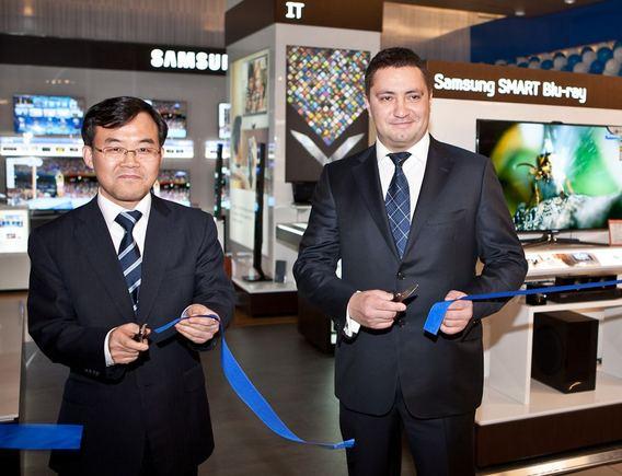 """""""Elektromarkt"""" parduotuvėje atidaryta interaktyvi """"Samsung"""" produktų zona"""