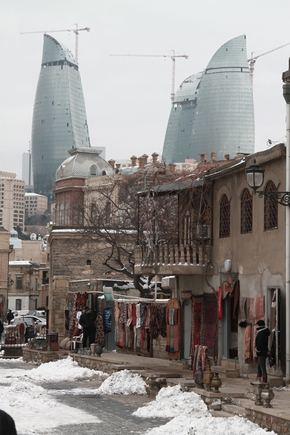Baku senamiesčio ir naujųjų pastatų kova