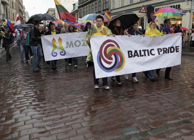 Гей-парад Балтийская гордость на улицах Риги, Латвия. Ints Kalnins.