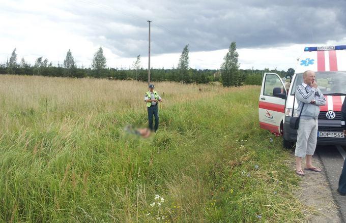 """Asociatyvinė iliustracija: šeštadienį motociklo avarija sudrebino ir Vilniaus rajoną, kur kelyje iš Kernavės po smūgio į visureigį žuvo motociklo """"Kawasaki ZX600"""" vairuotojas. Pastarajam irgi buvo 22-eji."""
