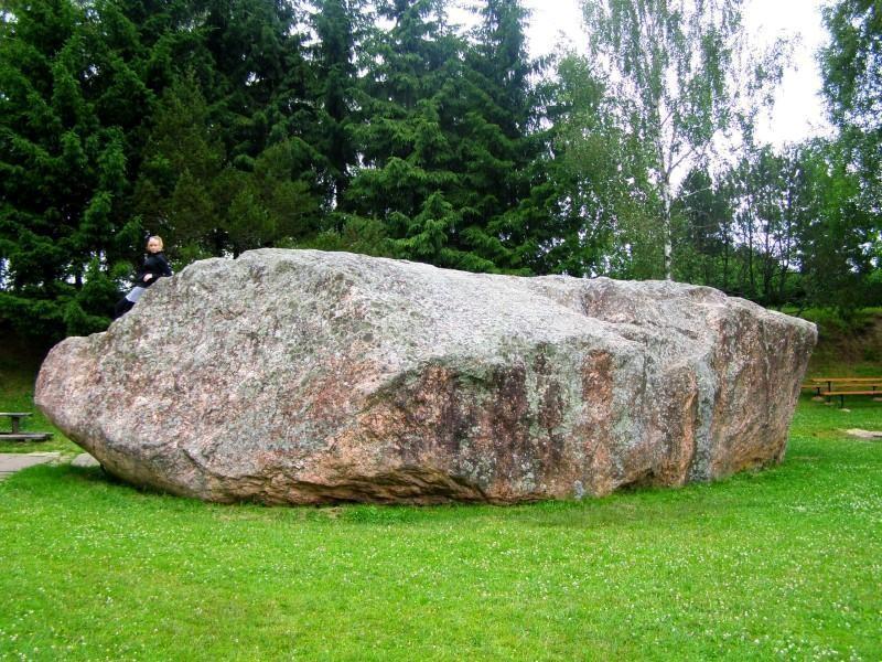 Didziausi akmenys lietuvoje