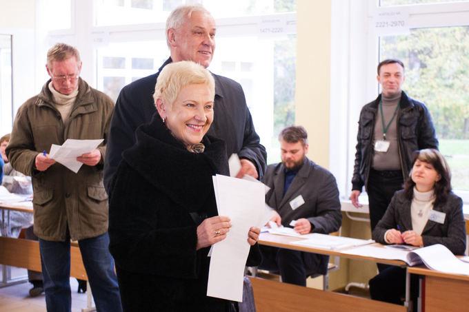 BFl/Tomo Lukaio nuotr./Parliamentary Speaker Irena Degutienė casts her vote