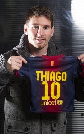 Lionelis Messi su ypatingais marškinėliais