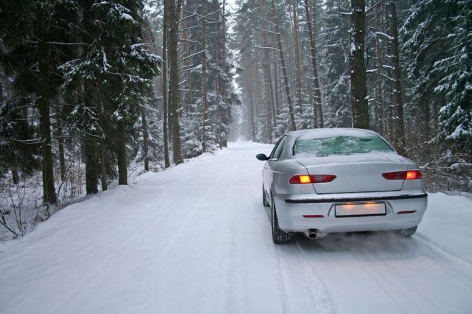 123RF nuotr./Automobilis žiemą