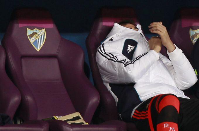 """""""Reuters""""/""""Scanpix"""" nuotr./Ikeras Casillas ant atsarginių žaidėjų suolelio."""