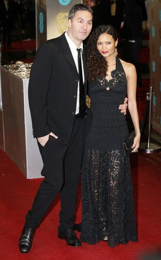 """""""Scanpix"""" nuotr./Režisierius Oliveris Parkeris su žmona, aktore Thandie Newton"""