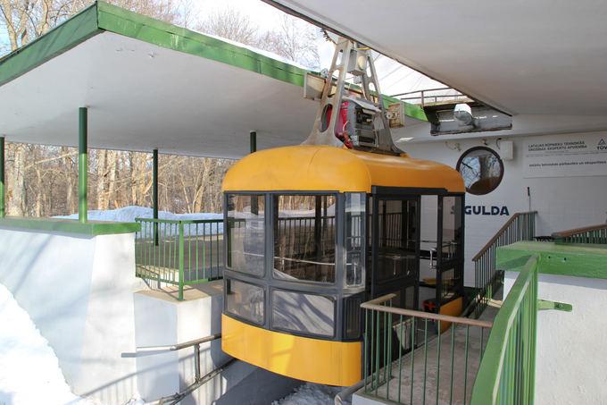 15min.lt/Olgerdo Balinskio nuotr./Ant lynų kabantis vagonėlis tarp Siguldos ir Krimuldos