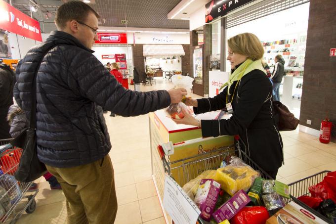Vilniečiai raginami aukoti maisto produktus skurstantiems
