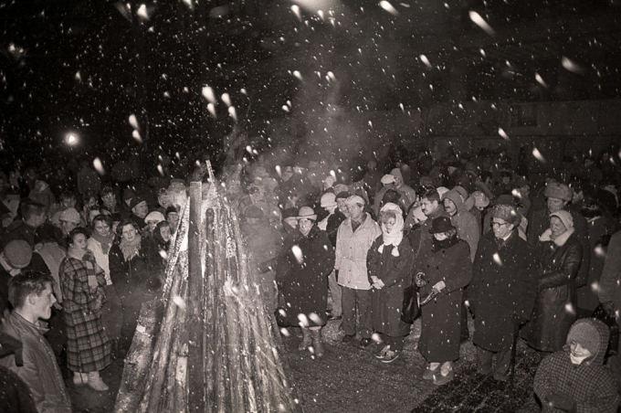 Tado Dambrausko nuotr./Laužai 1991-ųjų sausio 13-osios išvakarėse