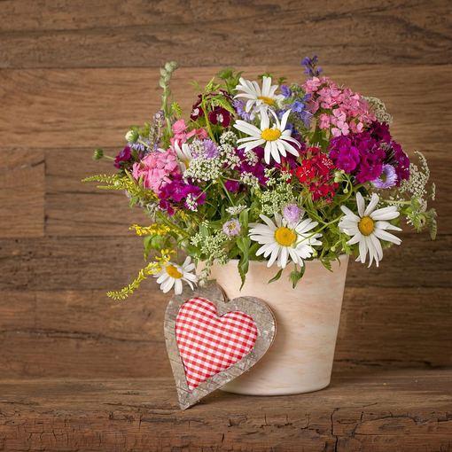 Цветы летом ваза