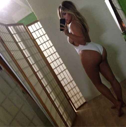 """Instagram"" nuotr./Kim Kardashian pademonstarvo savo figūrą po gimdymo"
