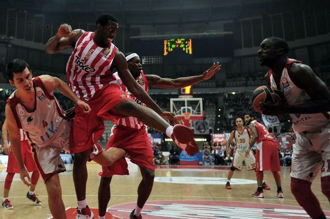 """""""Olympiakos"""" ir """"Galatasaray"""" mačas baigėsi muštynėmis"""