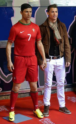 Cristiano Ronaldo ir jo vaškinė figūra