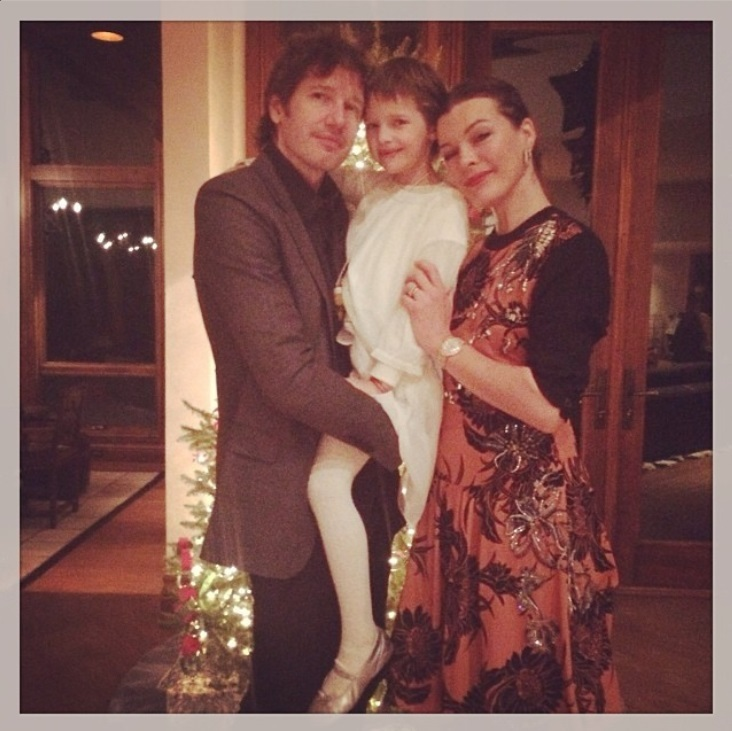 """Instagram"" nuotr./Milla Jovovich su vyru Paulu W.S.Andersonu ir dukra Ever"
