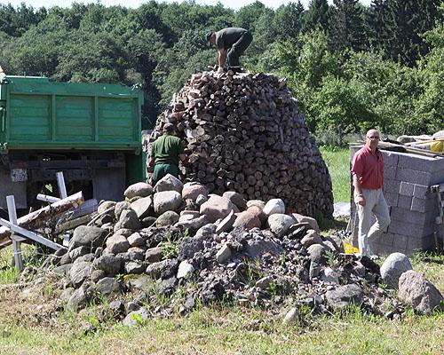 Vidmantas Paulauskas vadovavo malkų krovimui