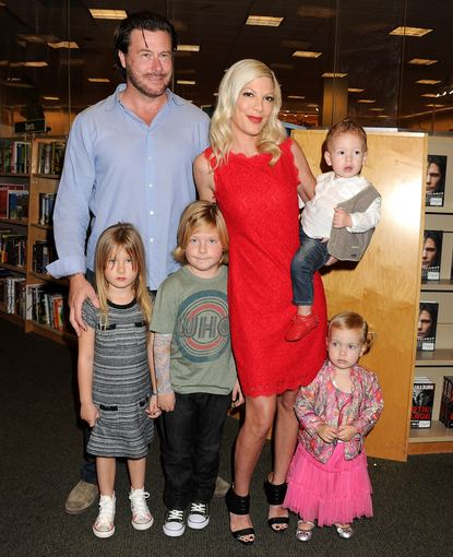 AOP nuotr./Tori Spelling ir Deanas McDermottas su vaikais