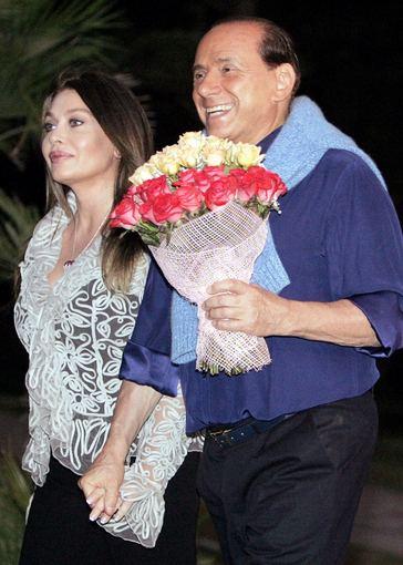 """AFP/""""Scanpix"""" nuotr./Silvio Berlusconi ir Veronica Lario"""