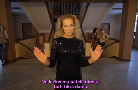 "Stop kadras/Ineta Stasiulytė ""Eastern European Lady School | Fyfų mokykla"" filmuke"