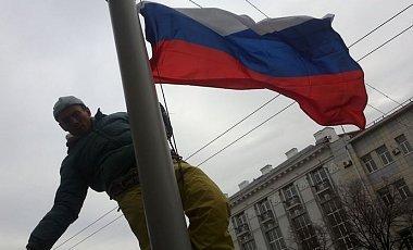 Facebook.com nuotr./Prie Charkovo savivaldybės iškelta Rusijos vėliava