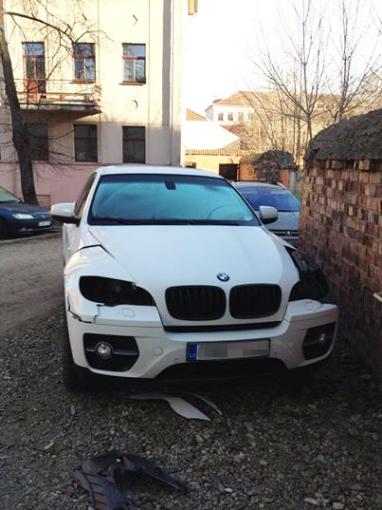 Asmeninio albumo nuotr./Vagių suniokotas Editos Daniūtės BMW